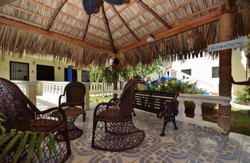 Hostel sana el jardin secreto santiago de los caballeros for El jardin secreto online