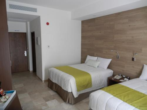 Standard Doppia con 2 Letti Matrimoniali (Standard Double Room with Two Double Beds)