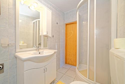 Apartments Marinovic 2441
