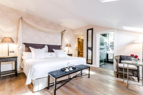 Double Room Grand Hotel Don Gregorio 9