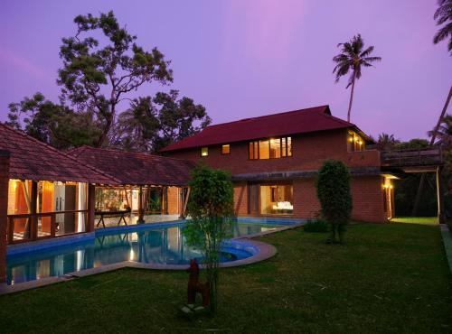 Vinca Lake House