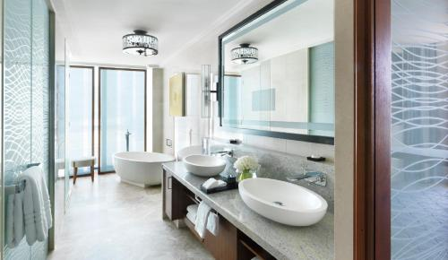 Four Seasons Hotel Abu Dhabi at Al Maryah Island photo 8