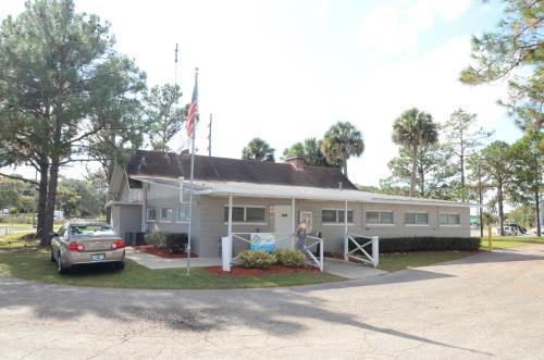 Southern Palms Park Model 13