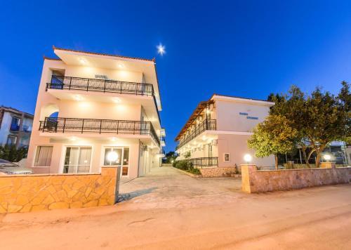 Maria Studios & Apartments