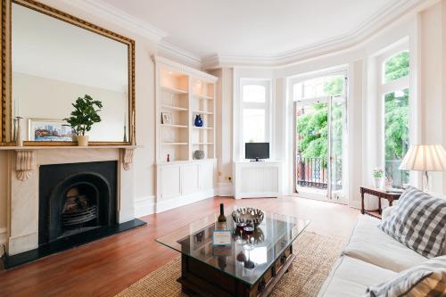 FG Apartment - Chelsea, Elm Park Gardens