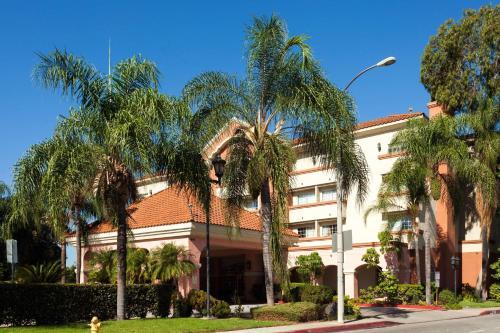 Ramada Inn And Suites