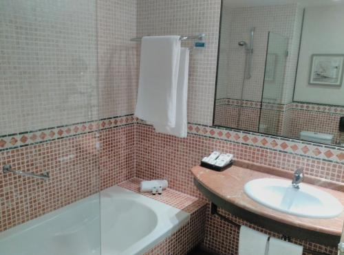 King Double Room Hotel Nuevo Portil Golf 9