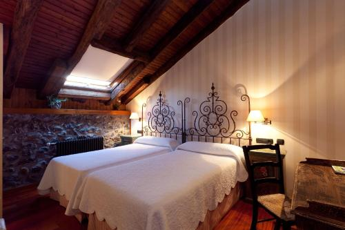 Double Room - single occupancy Hotel Antsotegi 4