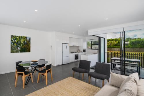 O10B 2BR Bulimba - Uptown Apartments - 0