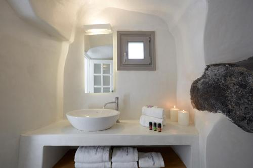 Brudegrottesuite med udendørs spabad (Cave Honeymoon Suite with Outdoor Hot Tub)