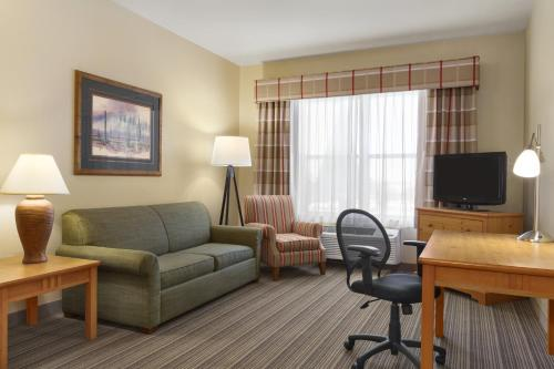 Book Now Country Inn & Suites By Carlson, Tucson Airport, Az (Tucson, United States). Rooms Available for all budgets. Free breakfast, free Wi-Fi and a free airport shuttle give our guests the value they want at Country Inn & Suites by Carlson, Tucson Airport, AZ. The three-story, 83-unit