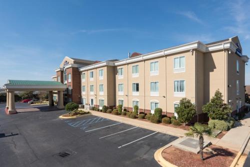 Baymont Inn & Suites Montgom