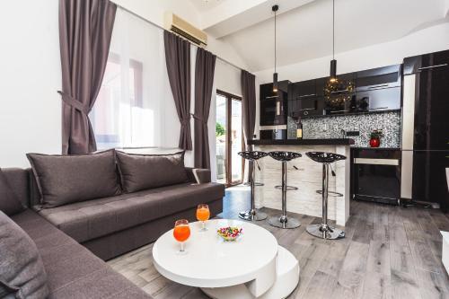 Отель Apartments Dimic 4 звезды Черногория
