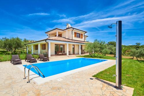 Villa mit eigenem Pool (Villa With Private Pool)
