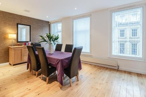 3 bed up market penthouse apartment on Grey Street