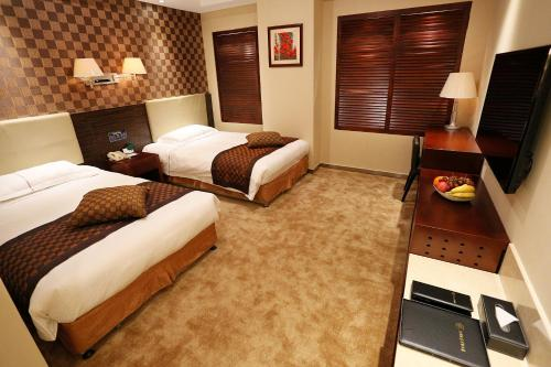 Отель Hong Wei Yi Jia Beijing Xi Er Qi 3 звезды Китай