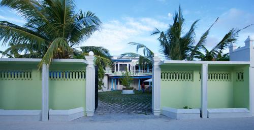 Отель Aquaventure Manta Lodge 2 звезды Мальдивы