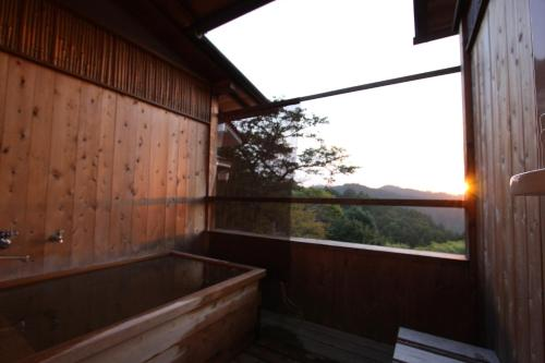 日式客房- 帶露天浴缸 (Japanese-Style Room with Open-Air Bath)