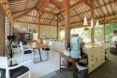Отель Tranquil Artist's Retreat 4 звезды Индонезия