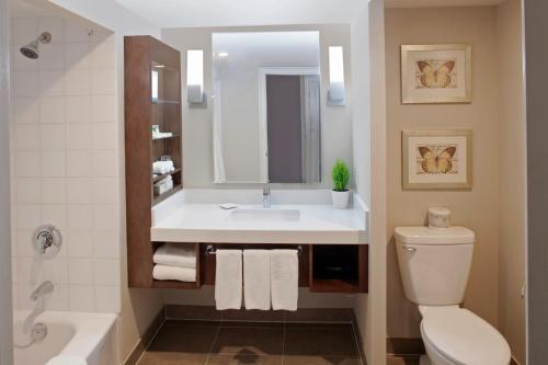 Delta Hotels Toronto East In Toronto On Room Deals Photos Reviews