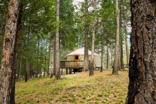Property Image10 Yosemite Lakes Hillside Yurt 2