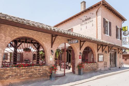 Отель Logis Hotel Le Relais Des Dix Crus 2 звезды Франция