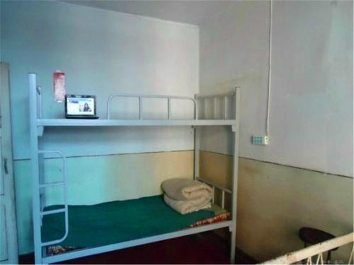 Seng i sovesal (menn) (Mainland Chinese Citizens - Bed in Male Dormitory Room )