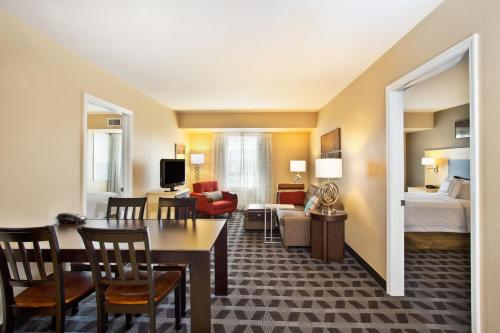Towneplace Suites Republic Airport Long Island Farmingdale Hotel