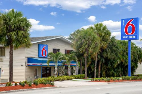 Picture of Motel 6 Fort Lauderdale