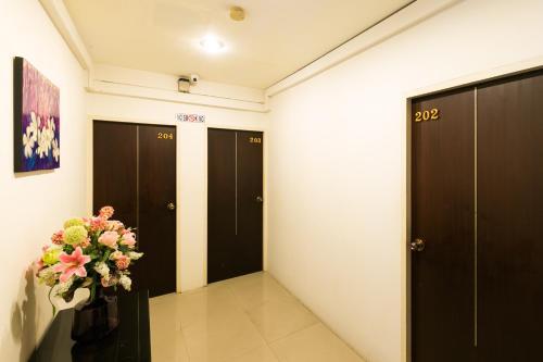 Отель Check Inn Hostel @Phromphong 2 звезды Таиланд