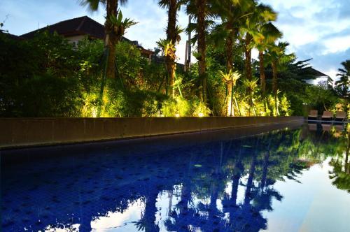 Отель HARRIS Hotel Seminyak 4 звезды Индонезия