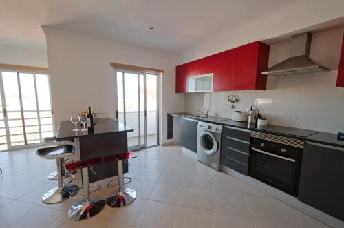 Modern 2 Bed Apartment 5Km Carvoeiro