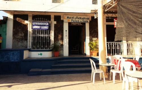 Picture of Flores de Peten Hotel y Restaurante