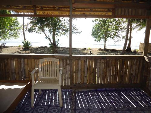 Dolphin View Beach, Ndoma