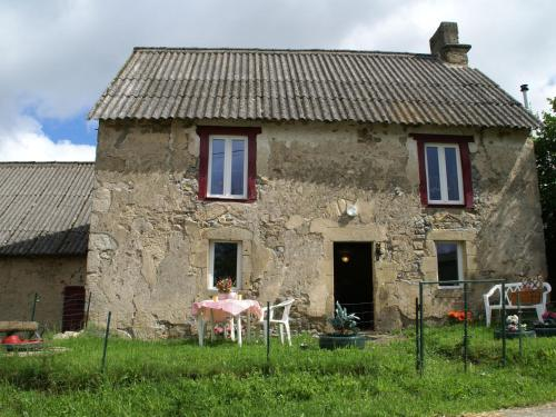 Holiday Home Maison De Vacances - Charensat