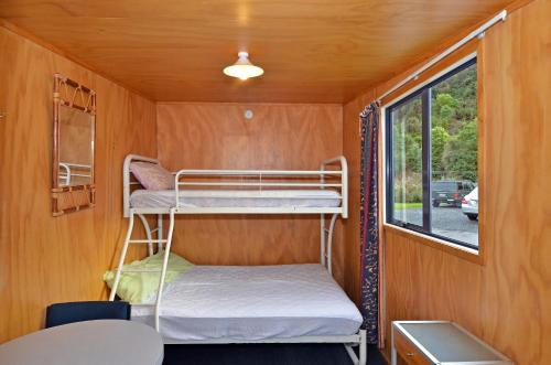 Cabin with Shared Facilities - Towels/Linen/Blanket Extra Fee