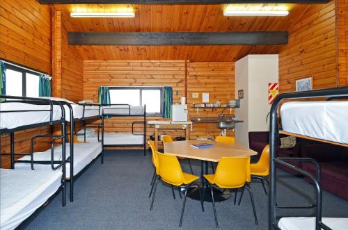 Family Cabin with Shared Facilities - Towels/Linen/Blanket Extra Fee