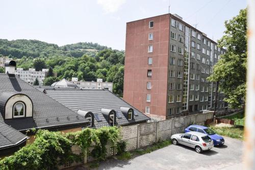 Cyrus Apartments