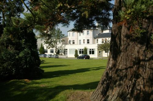 Stay at Mercure Maidstone Great Danes Hotel