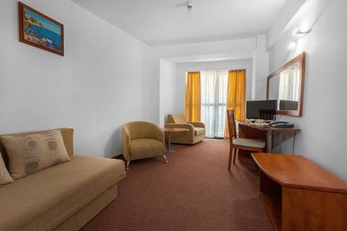 One-Bedroom Suite with Balcony (2 Adults + 2 Children) - All Inclusive