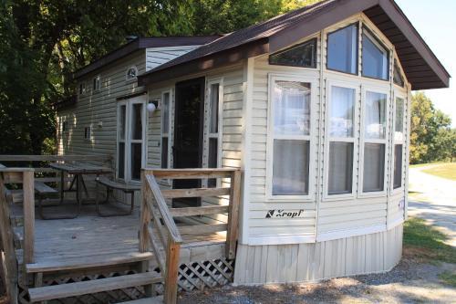 Circle M Camping Resort Loft Cabin 32