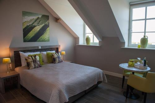 Kleine tweepersoons- of twinkamer (2 aparte bedden) (Small Double or Twin Room)