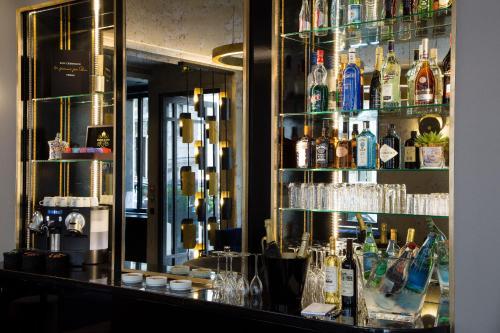 Hotel le 10 bis h tel 10 bis rue du d barcad re 75017 for Les jardins de la villa 5 rue belidor 75017 paris