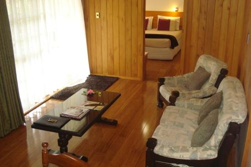 Premier One-Bedroom Cottage with Car Rental