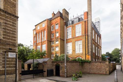 Three Bedroom Duplex Apartment in Shoreditch