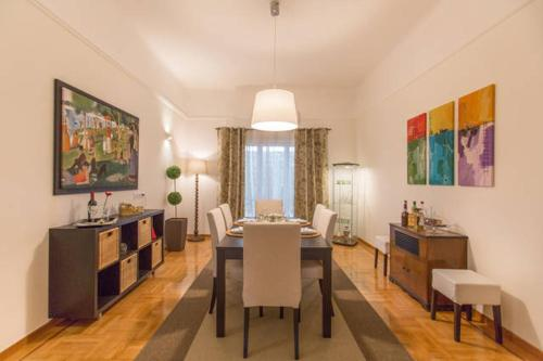 Three-Bedroom Apartment-Megaro Mousikis