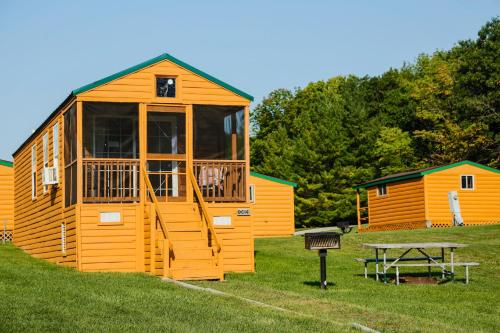 Plymouth Rock Camping Resort Deluxe Cabin 17