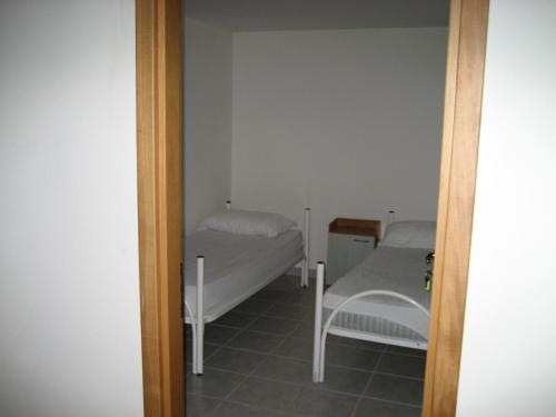 Standard Double Room with Shared Bathroom - Basement