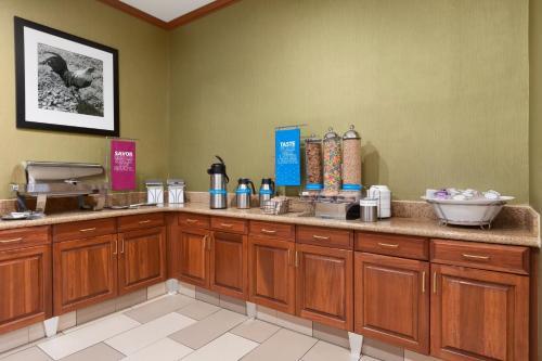 hampton inn suites williamsburg historic district va. Black Bedroom Furniture Sets. Home Design Ideas