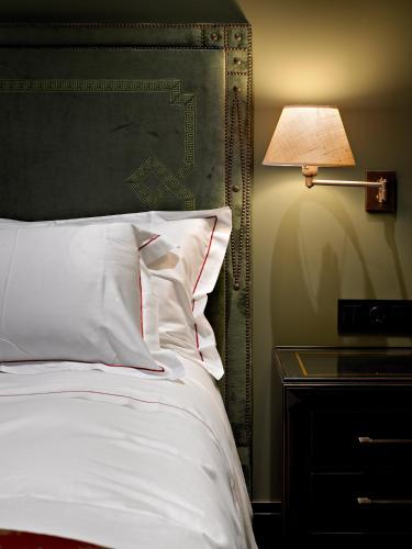 Habitación Doble Estándar - 1 o 2 camas - Uso individual Hotel Castillo de Gorraiz Golf & Spa 5